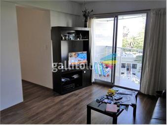 http://www.gallito.com.uy/apto-con-excelente-vista-y-amplio-garage-inmuebles-12774221