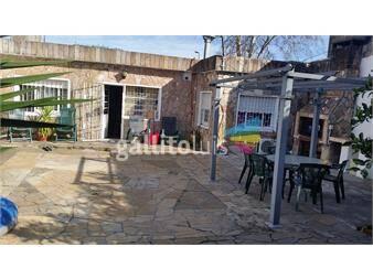 http://www.gallito.com.uy/preciosa-casa-con-hermoso-fondo-cerca-a-8-de-octubre-inmuebles-12851532