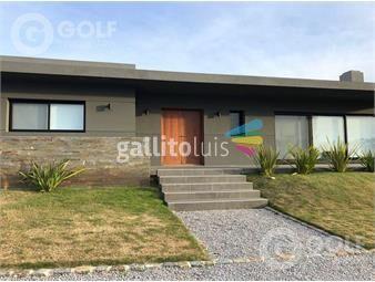 https://www.gallito.com.uy/vendo-o-alquilo-casa-de-4-dormitorios-y-servicio-piscina-y-inmuebles-15967393