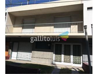 https://www.gallito.com.uy/casa-en-tres-plantas-balcon-jardin-y-gran-garage-inmuebles-13582399