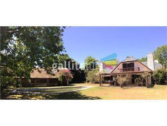 https://www.gallito.com.uy/casa-en-venta-con-piscina-y-jardin-en-carrasco-sur-inmuebles-14705688