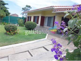 https://www.gallito.com.uy/de-muy-buena-presencia-chalet-apartamento-garaje-cbaño-inmuebles-15134287