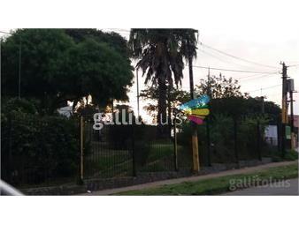 https://www.gallito.com.uy/casa-de-2-plantas-y-3-dormitorios-ubicado-sobre-con-carrasc-inmuebles-13765510