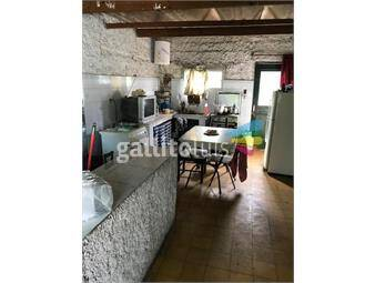 https://www.gallito.com.uy/casa-a-2-cuadras-del-centro-comercial-de-lezica-inmuebles-18007076