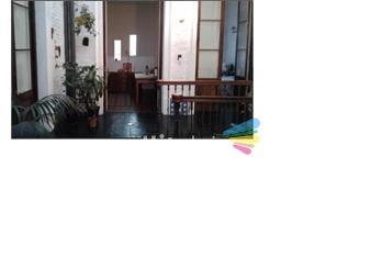 https://www.gallito.com.uy/venta-casa-6-dormitorios-azotea-cvista-despejada-en-centro-inmuebles-18535092