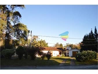 https://www.gallito.com.uy/venta-de-casa-en-la-floresta-inmuebles-18684102