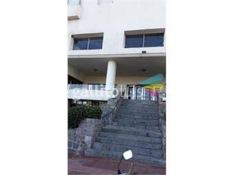 https://www.gallito.com.uy/amplio-exelente-ubicacion-a-pasos-playa-brava-y-mansa-inmuebles-18692967