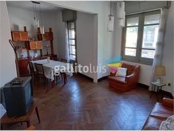 https://www.gallito.com.uy/casa-de-altos-al-frente-con-balcon-y-azotea-de-uso-exclusivo-inmuebles-19000353