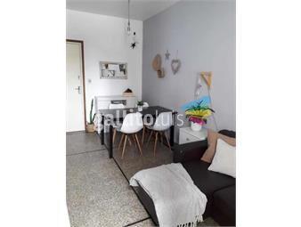 https://www.gallito.com.uy/apartamento-2-dormitorios-pocitos-bajos-gc-inmuebles-19217281