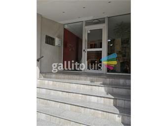https://www.gallito.com.uy/muy-lindo-apto-con-renta-a-pasos-de-la-rambla-en-c-vieja-inmuebles-19238771
