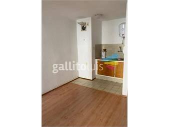 https://www.gallito.com.uy/a-pasos-de-18-contrafrente-luminoso-porteria-y-ascensor-inmuebles-19359147
