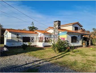 https://www.gallito.com.uy/vende-casa-amplia-terreno-de-898-m2-a-pasitos-del-centro-inmuebles-19498477