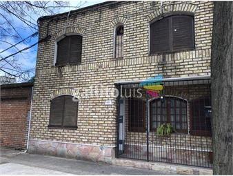 https://www.gallito.com.uy/venta-casa-3-dormitorios-2-autos-patio-tres-cruces-proximo-a-inmuebles-20213503