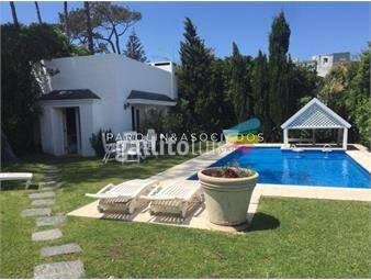 https://www.gallito.com.uy/espectacular-casa-a-pasos-de-la-playa-inmuebles-17840834