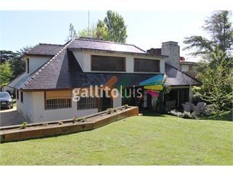 https://www.gallito.com.uy/excelente-casa-en-carrasco-con-amplio-jardin-y-piscina-inmuebles-17715174