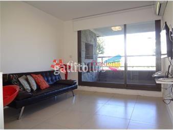 https://www.gallito.com.uy/en-venta-en-barrio-jardãn-servicios-completos-inmuebles-16310057