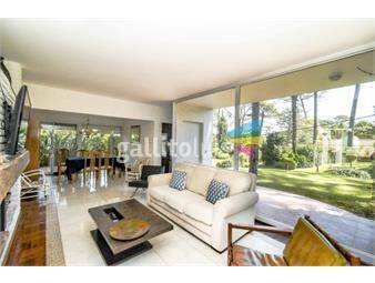 https://www.gallito.com.uy/casa-de-seis-dormitorios-en-venta-playa-mansa-inmuebles-17864812