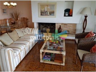 https://www.gallito.com.uy/excelente-departamento-en-playa-mansa-inmuebles-17864866