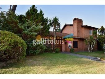https://www.gallito.com.uy/casa-en-playa-mansa-de-cuatro-dormitorios-en-venta-punta-de-inmuebles-18384748