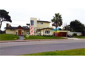 https://www.gallito.com.uy/casa-en-mansa-5-dormitorios-con-piscina-y-barbacoa-inmuebles-18600577