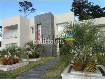 https://www.gallito.com.uy/casa-en-barrio-privado-4-dormitorios-4-baños-inmuebles-18601432