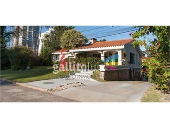 https://www.gallito.com.uy/casa-en-la-mansa-4-dormitorios-y-servicio-con-garage-y-bar-inmuebles-18602401