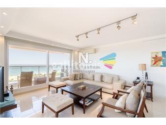 https://www.gallito.com.uy/apartamento-de-tres-dormitorios-y-servicio-en-venta-le-jard-inmuebles-18829870