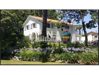 https://www.gallito.com.uy/encantadora-residencia-a-solo-3-cuadras-de-la-playa-mansa-inmuebles-18834584