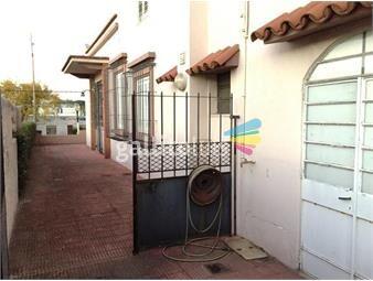 https://www.gallito.com.uy/casa-con-gran-fondo-inmuebles-18947241