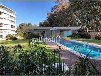 https://www.gallito.com.uy/alamos-de-carrasco-3-dormitorios-3-baños-garaje-para-2-inmuebles-18947682