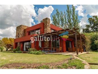 https://www.gallito.com.uy/venta-casa-barrio-privado-lomas-de-la-tahona-4-dorm-inmuebles-18973066