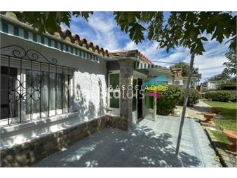 https://www.gallito.com.uy/casa-de-tres-dormitorios-en-venta-playa-mansa-punta-del-es-inmuebles-19020403