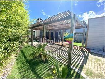 https://www.gallito.com.uy/excepcional-casa-de-4-dormitorios-en-la-residence-inmuebles-19057210