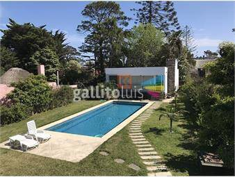 https://www.gallito.com.uy/casa-en-mansa-4-dormitorios-con-piscina-y-barbacoa-inmuebles-19130000