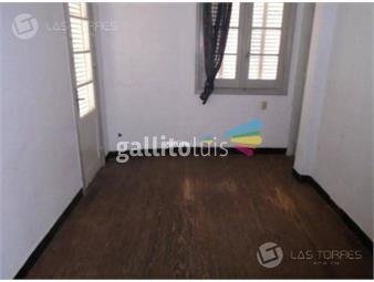 https://www.gallito.com.uy/apartamento-centro-1ro-por-escalera-a-reciclar-sin-gast-inmuebles-19261419