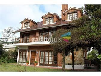 https://www.gallito.com.uy/casa-de-6-dormitorios-a-200-metros-de-avenida-roosevelt-inmuebles-19281874