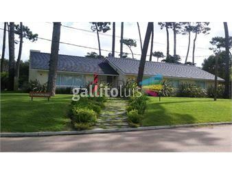 https://www.gallito.com.uy/casa-en-mansa-4-dormitorios-con-piscina-y-cochera-inmuebles-18601767