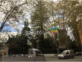 https://www.gallito.com.uy/casa-unica-con-gran-presencia-estilo-y-comodidades-inmuebles-15308542