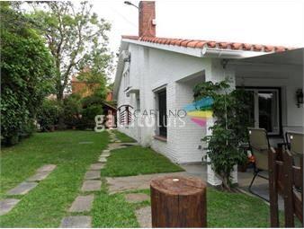 https://www.gallito.com.uy/casa-ubicada-en-playa-mansa-6-dormitorios-inmuebles-19406335