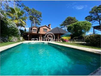 https://www.gallito.com.uy/casa-en-playa-mansa-con-piscina-inmuebles-19453441