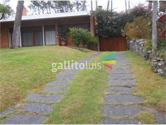 https://www.gallito.com.uy/importante-casa-en-playa-mansa-inmuebles-19480575