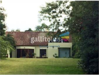 https://www.gallito.com.uy/moderno-diseño-unico-a-dos-lagos-uno-c-fdo-a-lago-privado-inmuebles-19514892