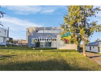 https://www.gallito.com.uy/venta-casa-la-tahona-altos-3-dormitorios-piscina-broker-inmuebles-18086467