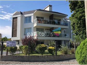 https://www.gallito.com.uy/en-la-entrada-de-arque-miramar-planta-baja-con-jardin-inmuebles-19713072