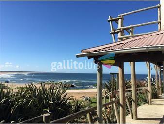 https://www.gallito.com.uy/increible-casa-en-la-pedrera-frente-a-la-playa-inmuebles-19616902