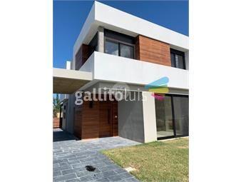 https://www.gallito.com.uy/a-estrenar-casa-en-san-nicolas-3-y-servicio-piscina-inmuebles-19010783